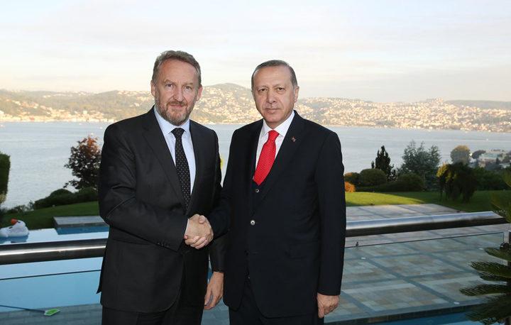 Zaspali k'o muslimani, probudili se k'o Bošnjaci, živimo k'o Turci