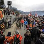 """Sarajevo, BiH - 25. januar 2020:   Na planini Igman danas je održano obilježavanje 78. godišnjice """"Igmanskog marša"""", legendarnog proboja Prve proleterske brigade od Romanije do slobodne teritorije u Foči. Nekoliko hiljada okupljenih antifašista sa skupa je poručilo da pozdrav iz vremena Drugog svjetskog rata """"smrt fašizmu, sloboda naroda"""", u današnje vrijeme možda ima i veće značenje nego ranije, te da antifašizam nije iskorijenjen  ( Samır Jordamovıc - Anadolu Agency )"""
