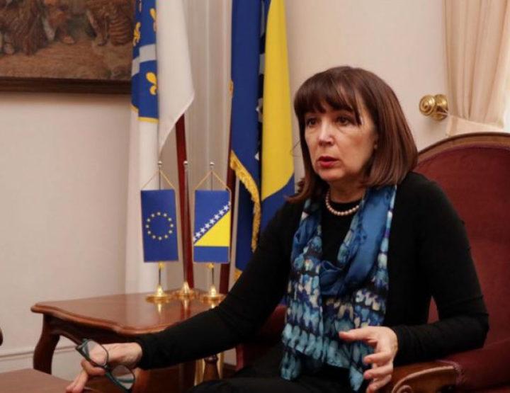 Da li je bolje da te osuneti Melika Mahmutbegović ili Abdulah Skaka?